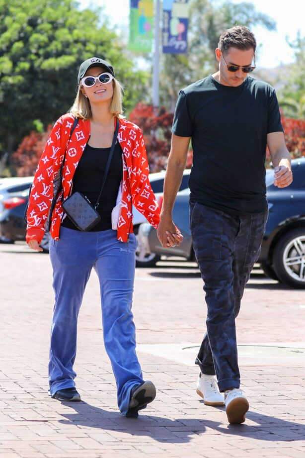 Paris Hilton - wears patriotic colors while out shopping in Malibu