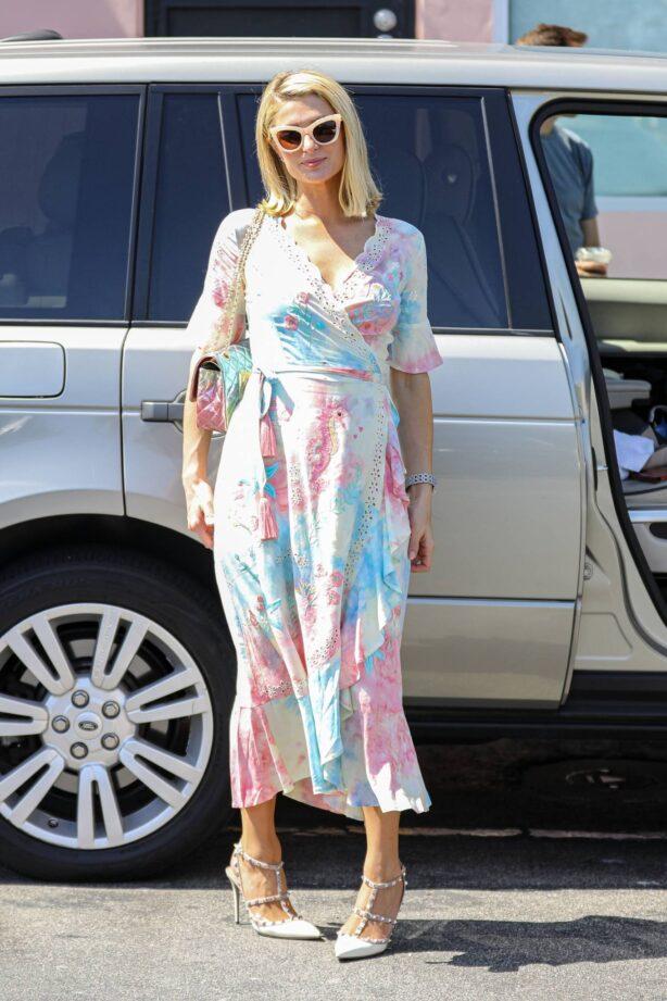 Paris Hilton - With Carter Reum shopping candids in Malibu