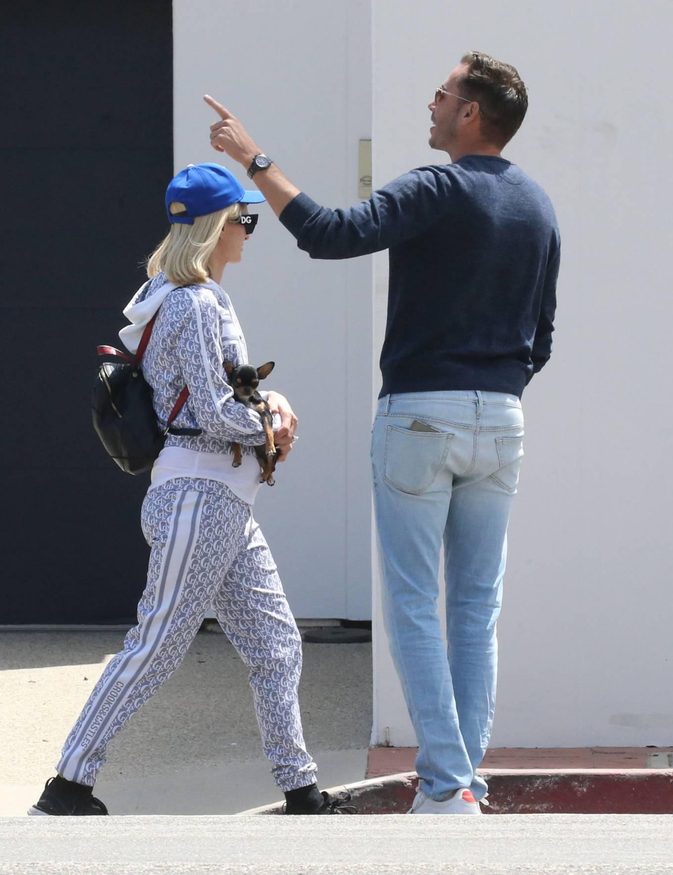 Paris Hilton 2021 : Paris Hilton – With her dog in Malibu-16