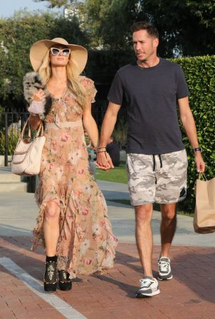 Paris Hilton with her fiance - Seen at Malibu Country Mart in Malibu