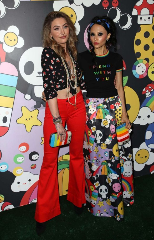 Paris Jackson 2019 : Paris Jackson – alice + olivia by Stacey Bendet x FriendsWithYou Collection-01