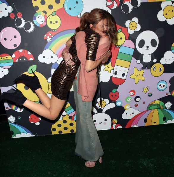 Paris Jackson 2019 : Paris Jackson – alice + olivia by Stacey Bendet x FriendsWithYou Collection-31