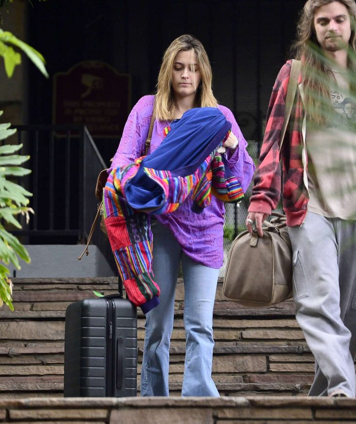 Paris Jackson - Arrives at airport in Los Angeles