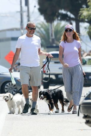 Patsy Palmer and Richard Merkell - Out for a stroll with in Malibu