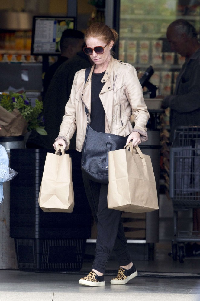 Patsy Palmer Shopping in Malibu