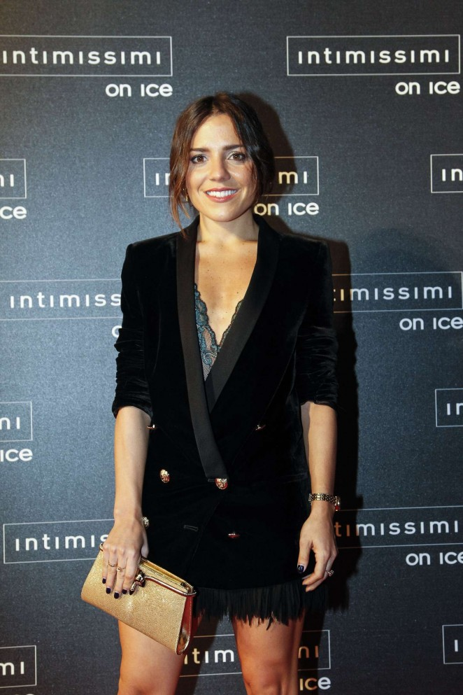 Paula Ordovas - Intimissimi On Ice 2015 in Verona