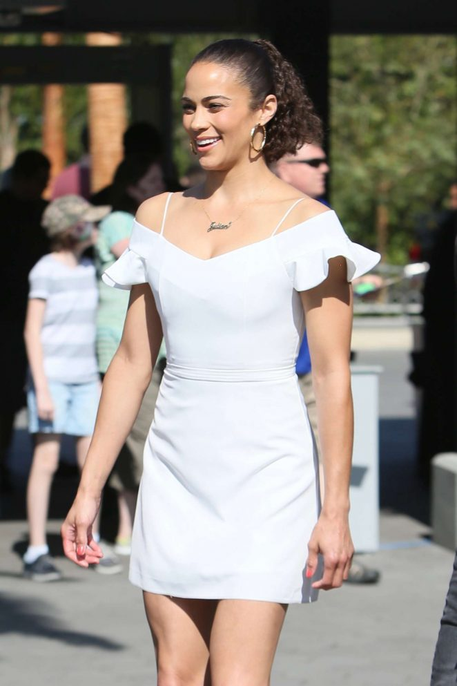 Paula Patton on the set of 'Extra' at Universal City