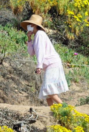 Paula Patton - Seen at Point Dume in Malibu