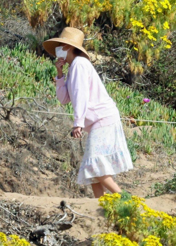 Paula Patton - Seen at Point Dume in Malibu