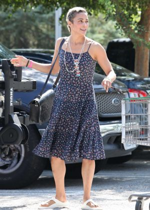Paula Patton - Shopping at Erewhon Market in Los Angeles