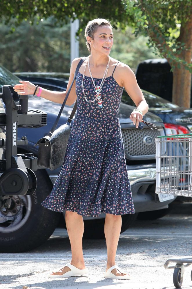 Paula Patton – Shopping at Erewhon Market in Los Angeles