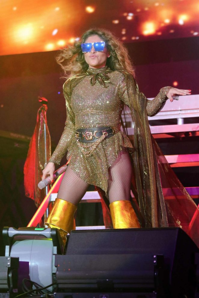 Paulina Rubio – Las que Mandan Latin Music Concert in Inglewood