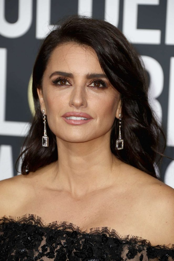 Penelope Cruz - 2018 Golden Globe Awards in Beverly Hills