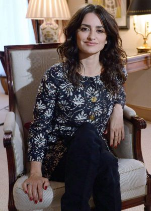 Penelope Cruz - Answering to an interview by BFM TV in Paris