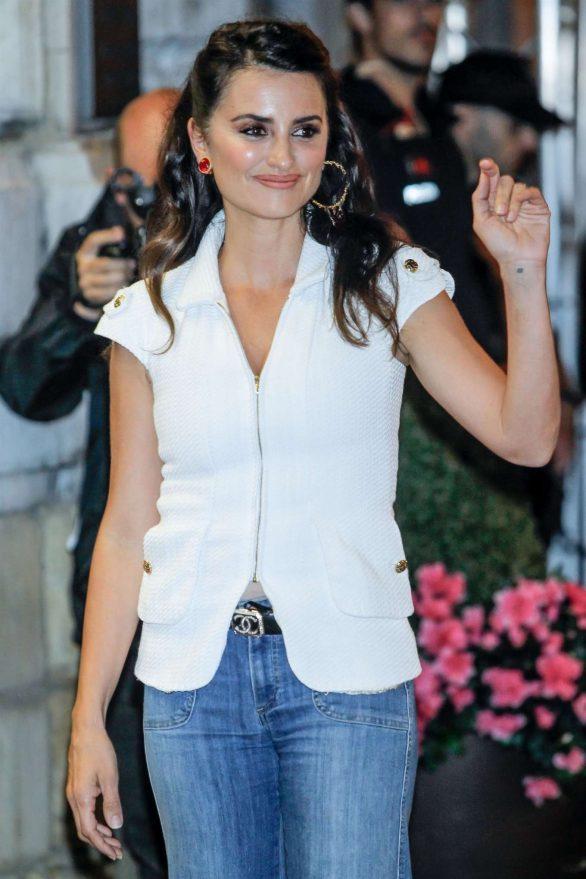 Penelope Cruz - Arriving at Maria Cristina Hotel - 67th San Sebastian Film Festival
