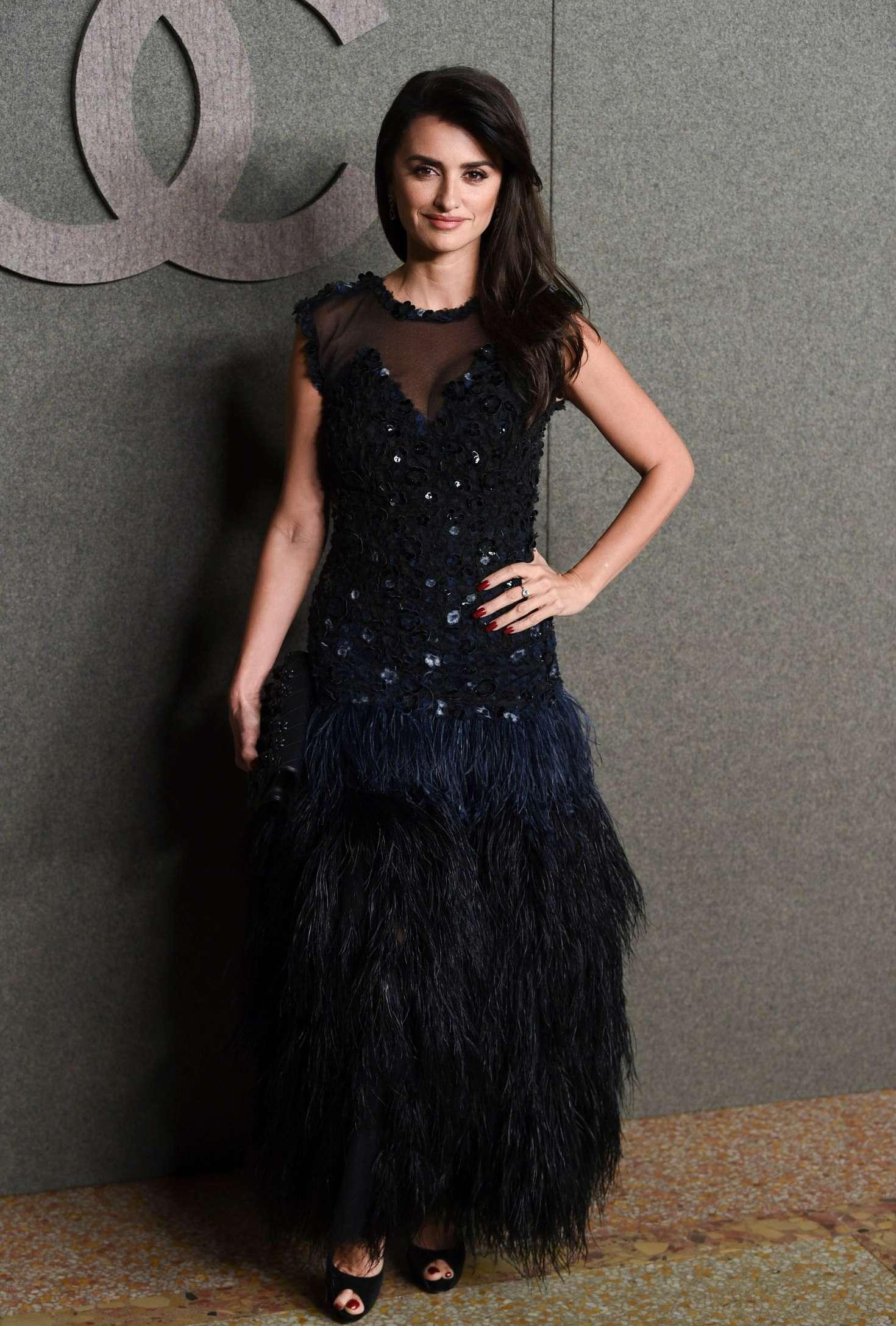 Penelope Cruz 2018 : Penelope Cruz: Chanel Metiers dArt Pre-Fall 2019 Fashion Show -05