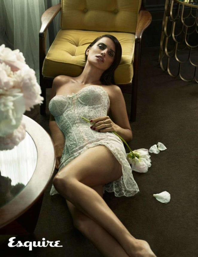 Penelope Cruz - Esquire Magazine (November 2017)