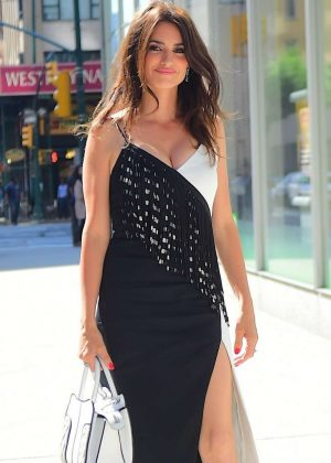 Penelope Cruz - Looking hot at the SAG-AFTRA foundation in New York