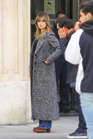 Penelope Cruz - Onthe set of of Pedro Almdovar's new film 'Madres Paralelas' in Madrid