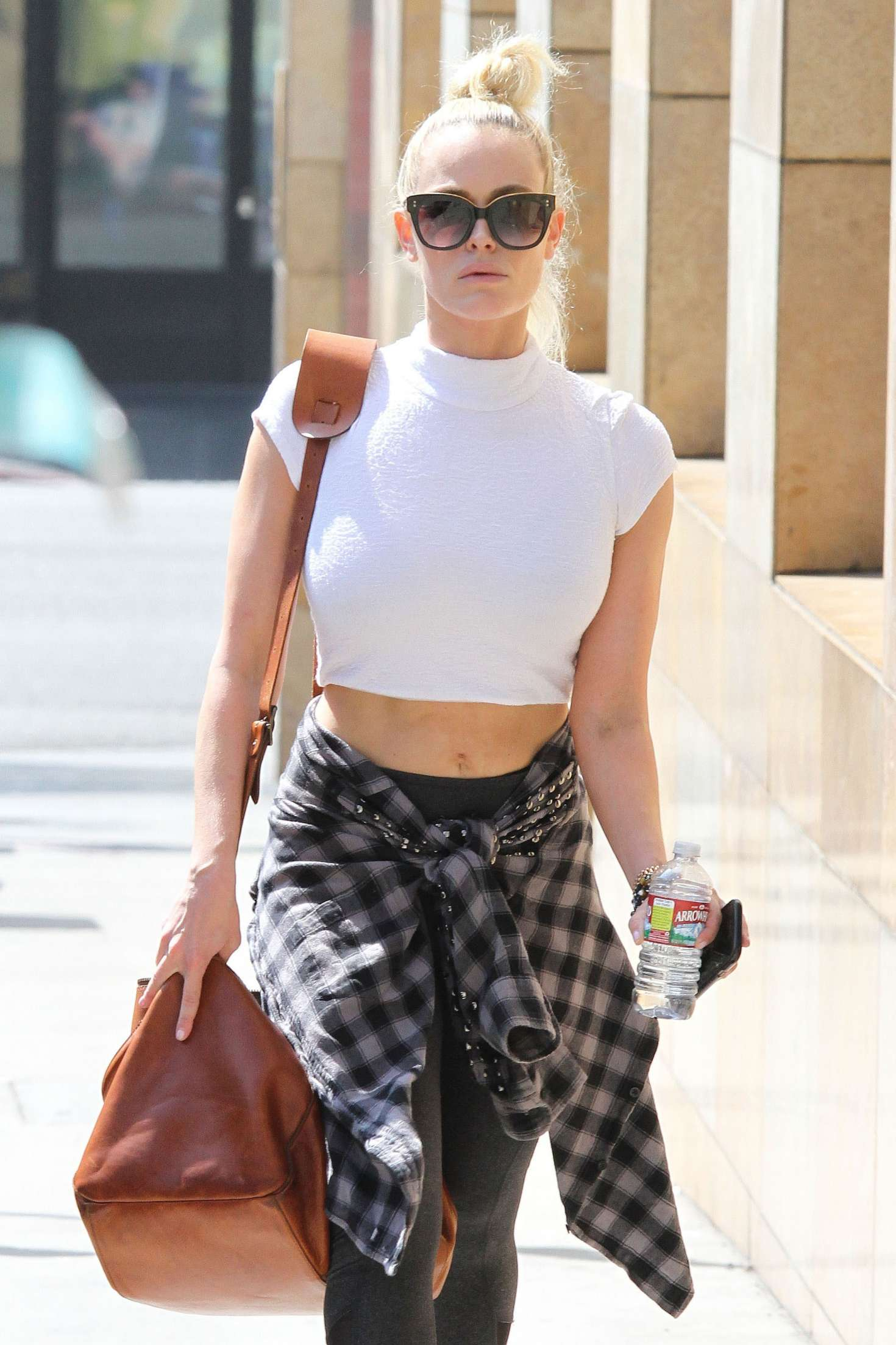 Peta Murgatroyd in a Beige Workout Ensemble Arrives at the
