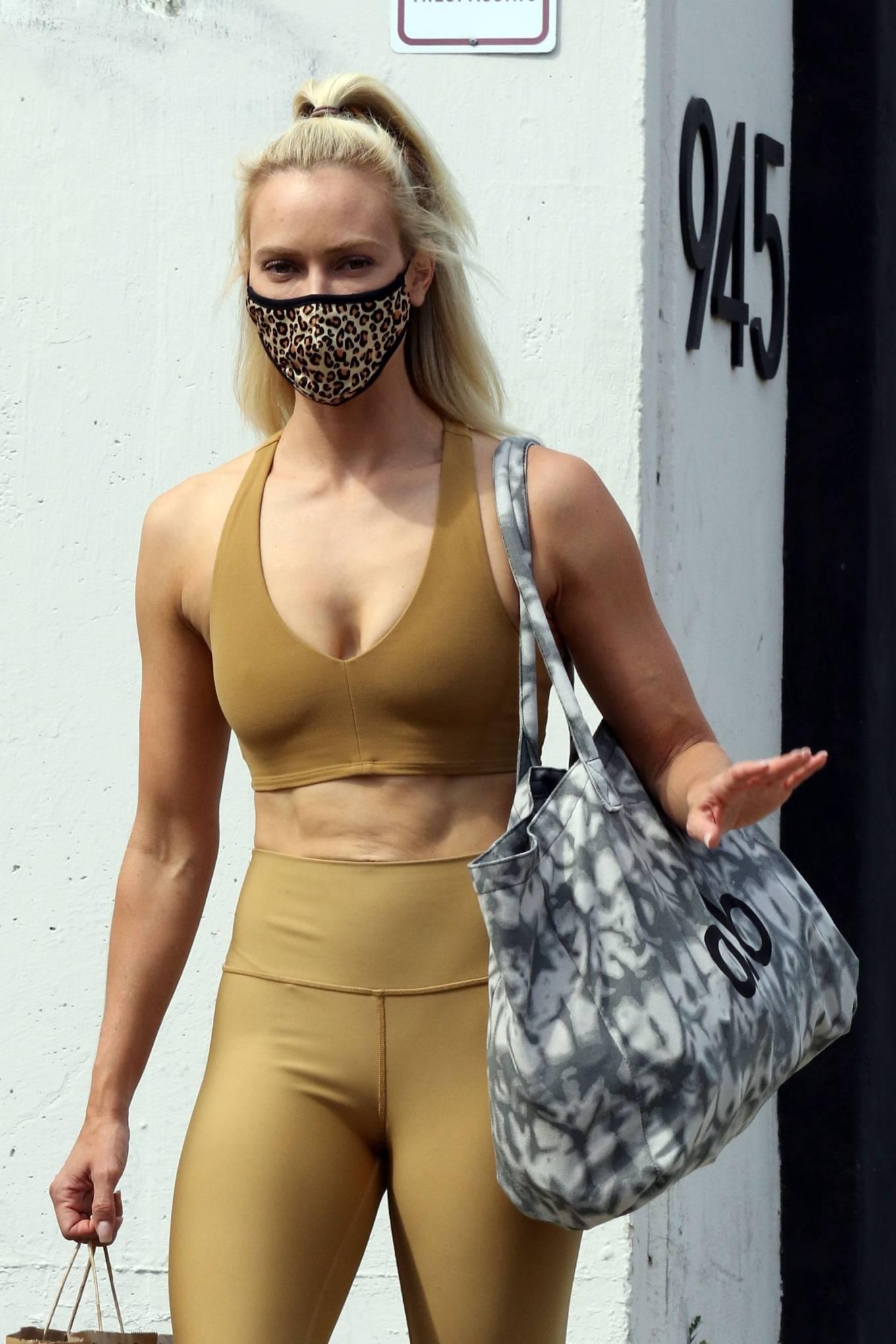 Peta Murgatroyd 2020 : Peta Murgatroyd – Looks sporty outside DWTS rehearsal studios in Los Angeles-04