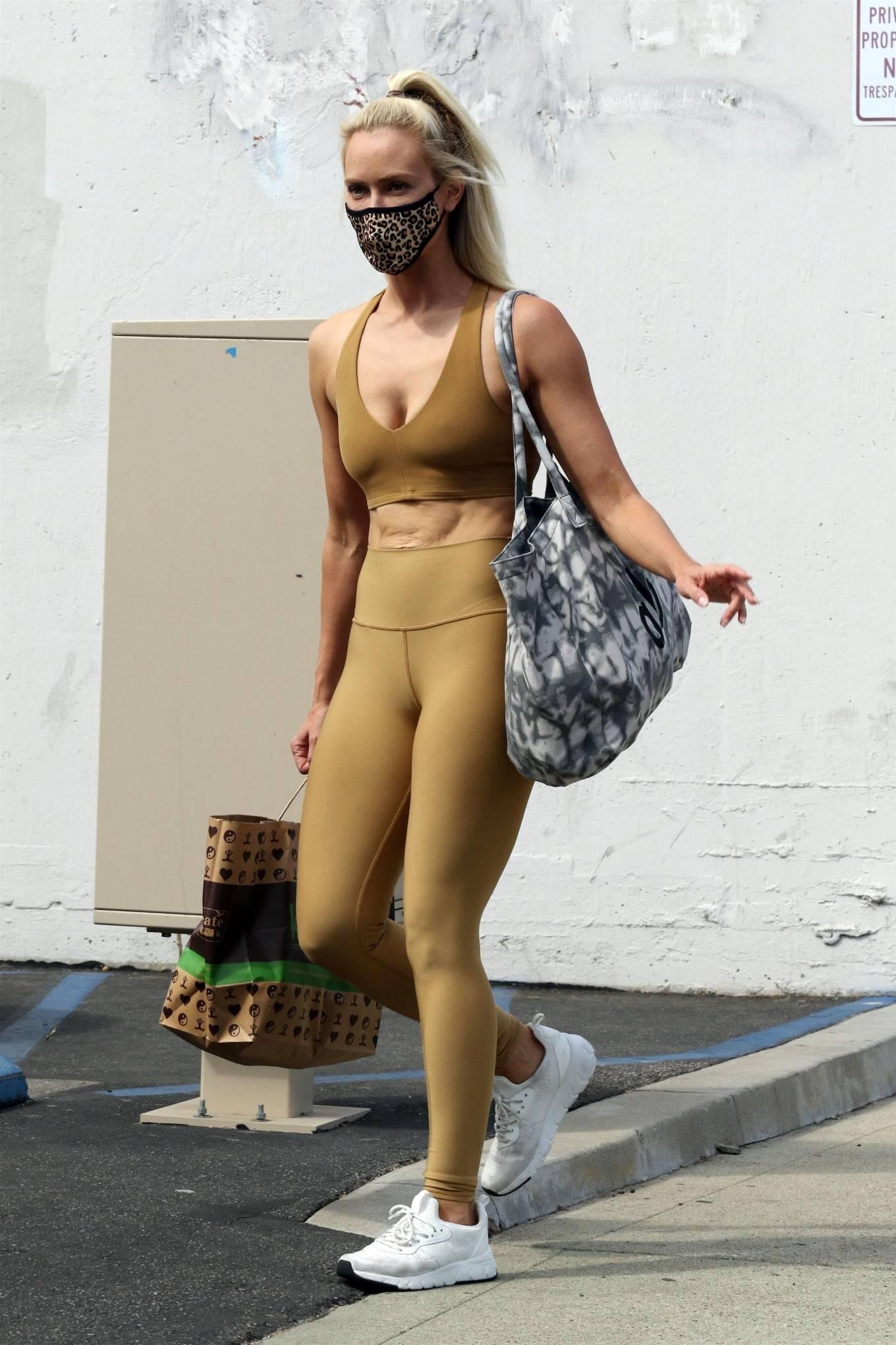 Peta Murgatroyd 2020 : Peta Murgatroyd – Looks sporty outside DWTS rehearsal studios in Los Angeles-06