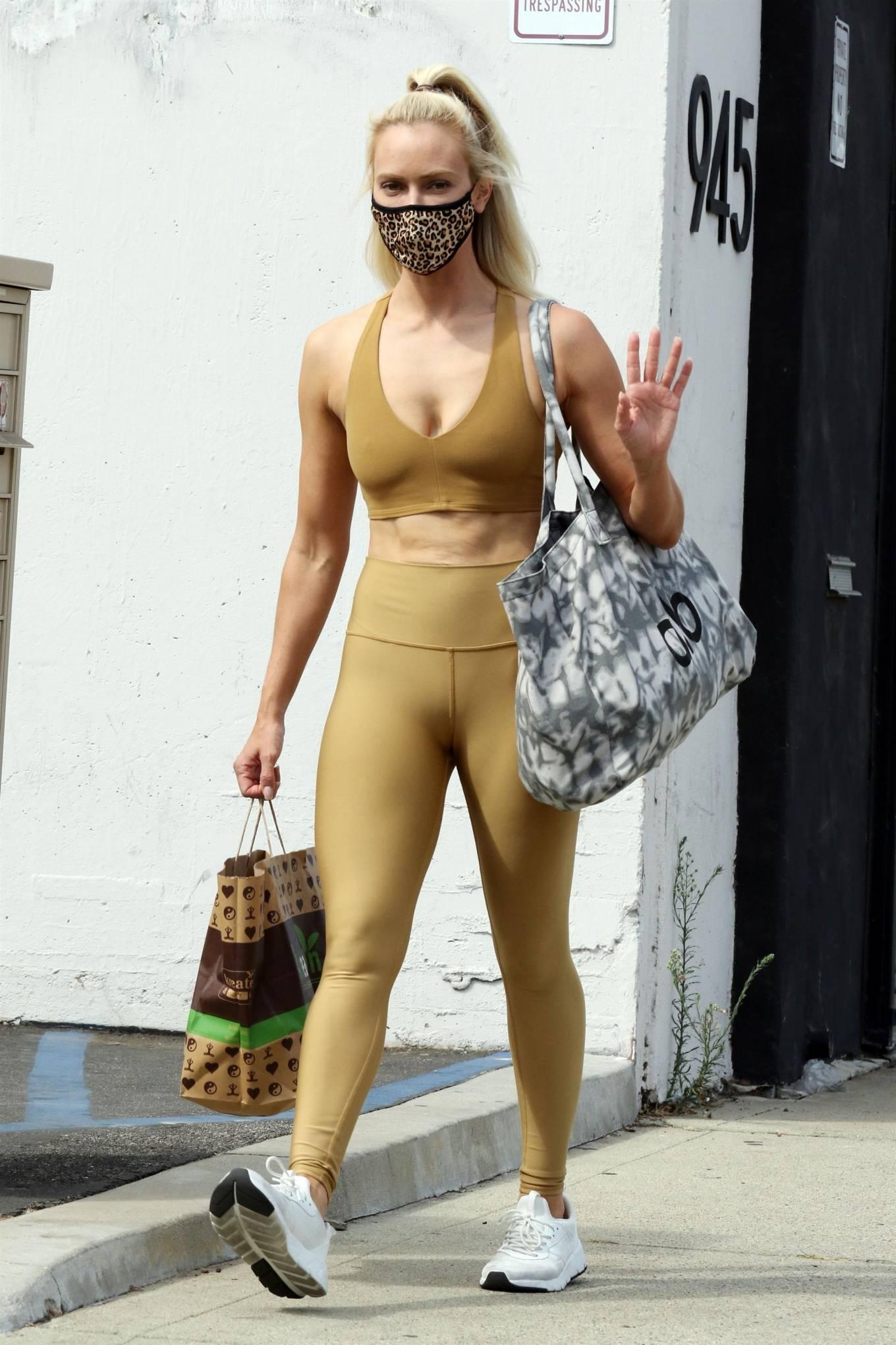 Peta Murgatroyd 2020 : Peta Murgatroyd – Looks sporty outside DWTS rehearsal studios in Los Angeles-08