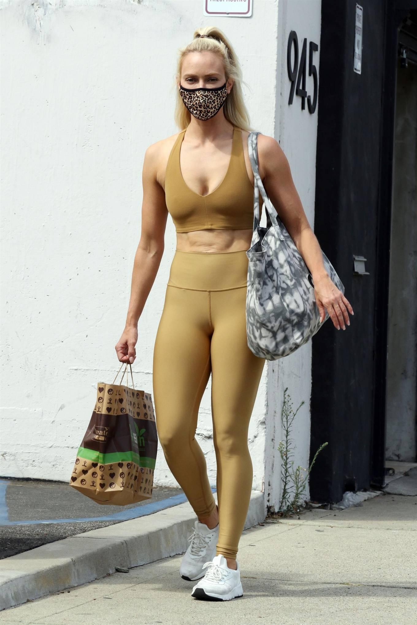 Peta Murgatroyd 2020 : Peta Murgatroyd – Looks sporty outside DWTS rehearsal studios in Los Angeles-18