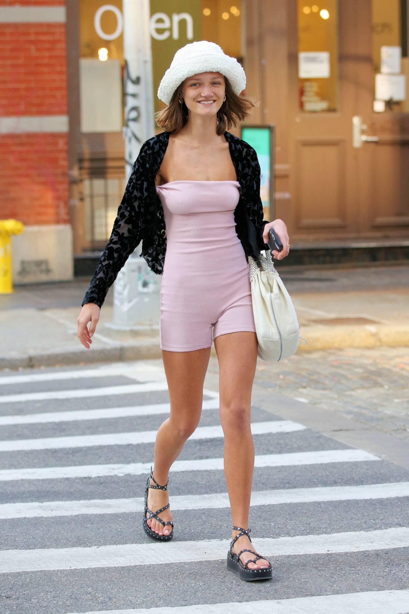 Peyton Knight - Steps out in Soho - New York-11 | GotCeleb
