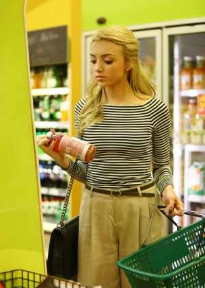 Peyton Roi List - Grocery Shopping in LA