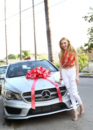 Peyton Roi List - With her new Mercedes in LA