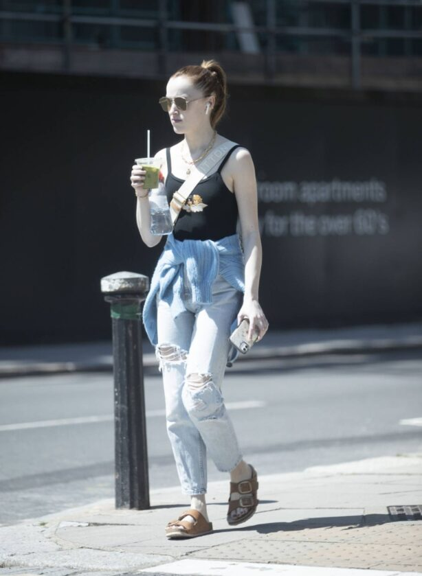 Phoebe Dynevor - Seen  on a sunny day in London