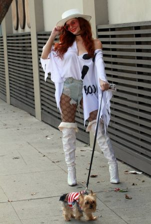Phoebe Price - Dons Halloween spirit in Los Angeles