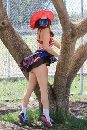 Phoebe Price - Heads to the park and picks up a party pizza as a prop in Los Angeles