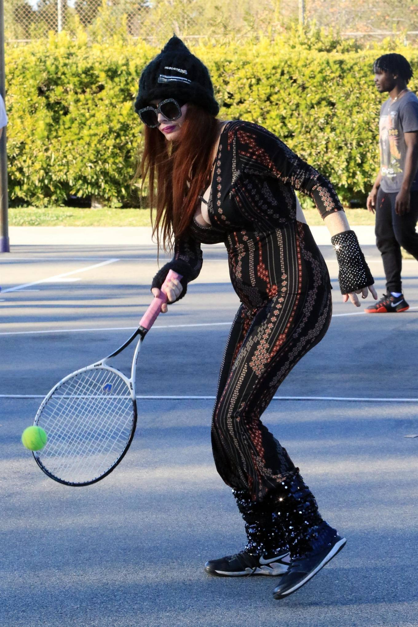 Phoebe Price - Hitting balls at the park on Thursday in Los Angeles