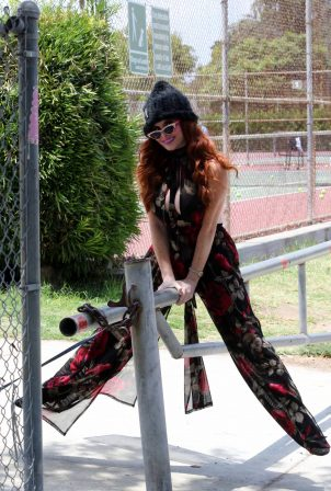 Phoebe Price - Out with her dog Henry in Los Angeles