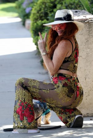 Phoebe Price - Out with her dog Los Angeles