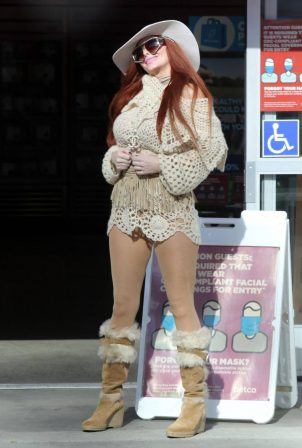 Phoebe Price - Pictured at Petco in Los Angeles
