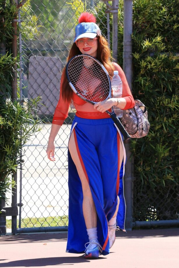 Phoebe Price - Posing at tennis courts in Los Angeles