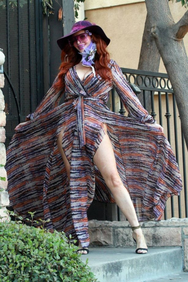 Phoebe Price - Posing in a purple dress on Monday in Los Angeles