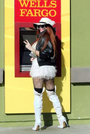 Phoebe Price - Seen at Wells Fargo with her dog in Los Angeles
