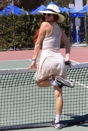 Phoebe Price - Seen posing at the courts on Monday in Los Angeles