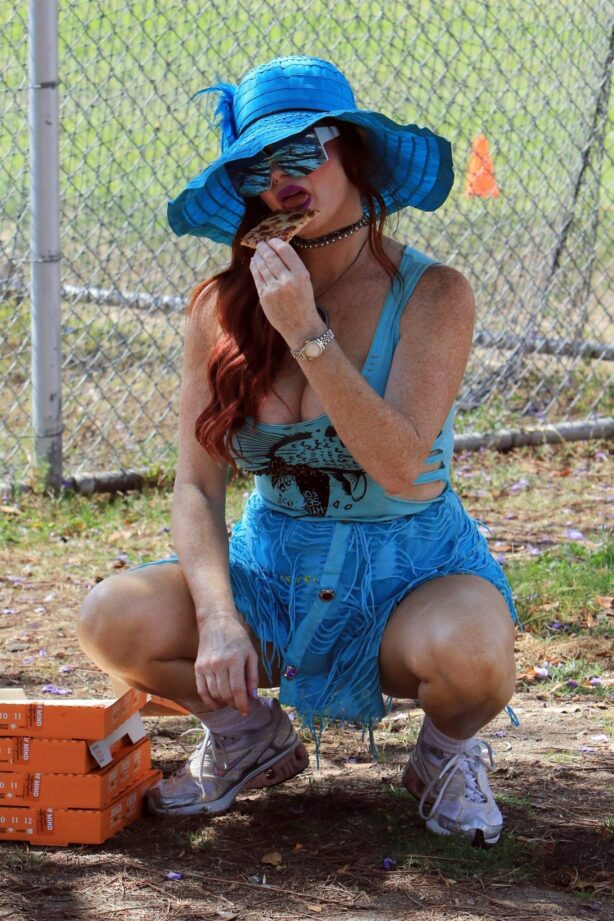 Phoebe Price - Seen posing at the park in Los Angeles