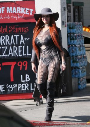Phoebe Price - Shopping at Bristol Farms in Los Angeles