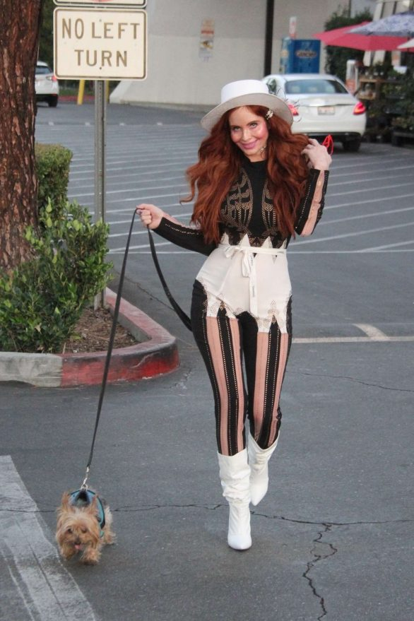 Phoebe Price - Shopping at Ralphs in Los Angeles