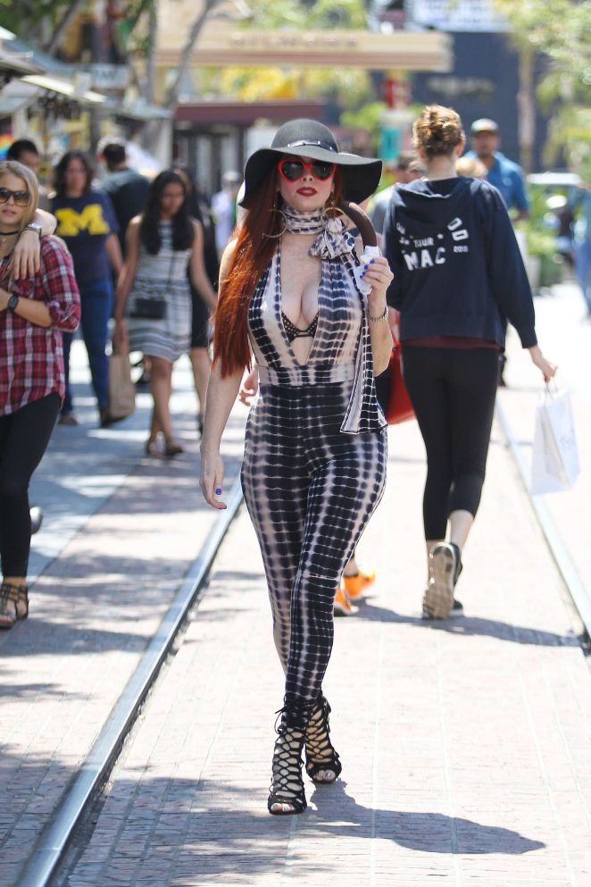 Phoebe Price Shopping at The Grove -04