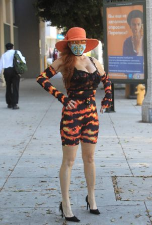 Phoebe Price - Shopping candids with a face mask in Beverly Hills