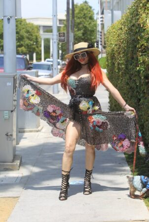 Phoebe Price - Steps out for shopping in Beverly Hills
