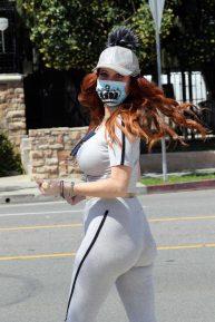 Phoebe Price - Street workout in regardless of the Coronavirus lockdown