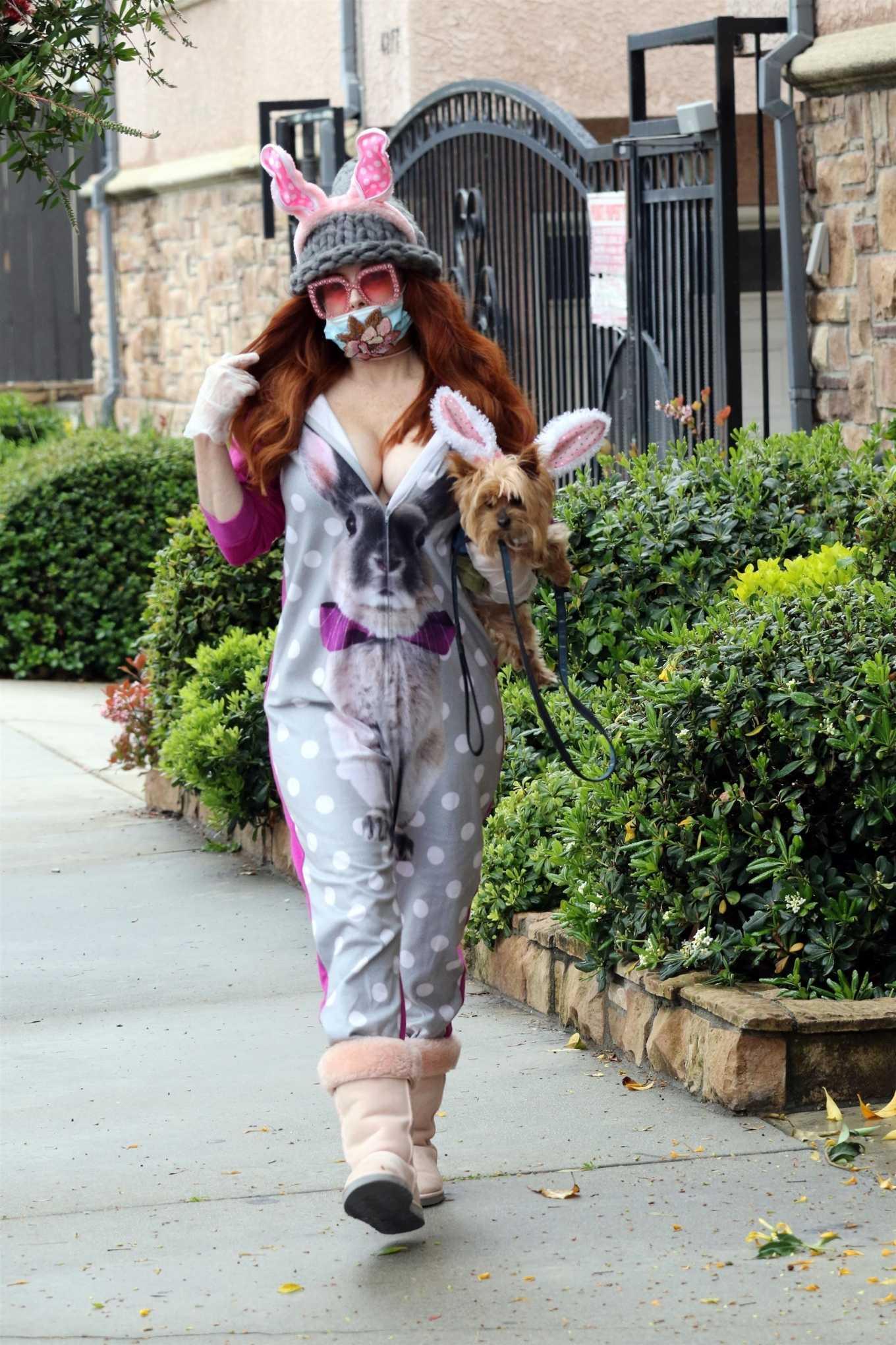 Phoebe Price - Wear Easter Bunny ears and anti-coronavirus mask in LA